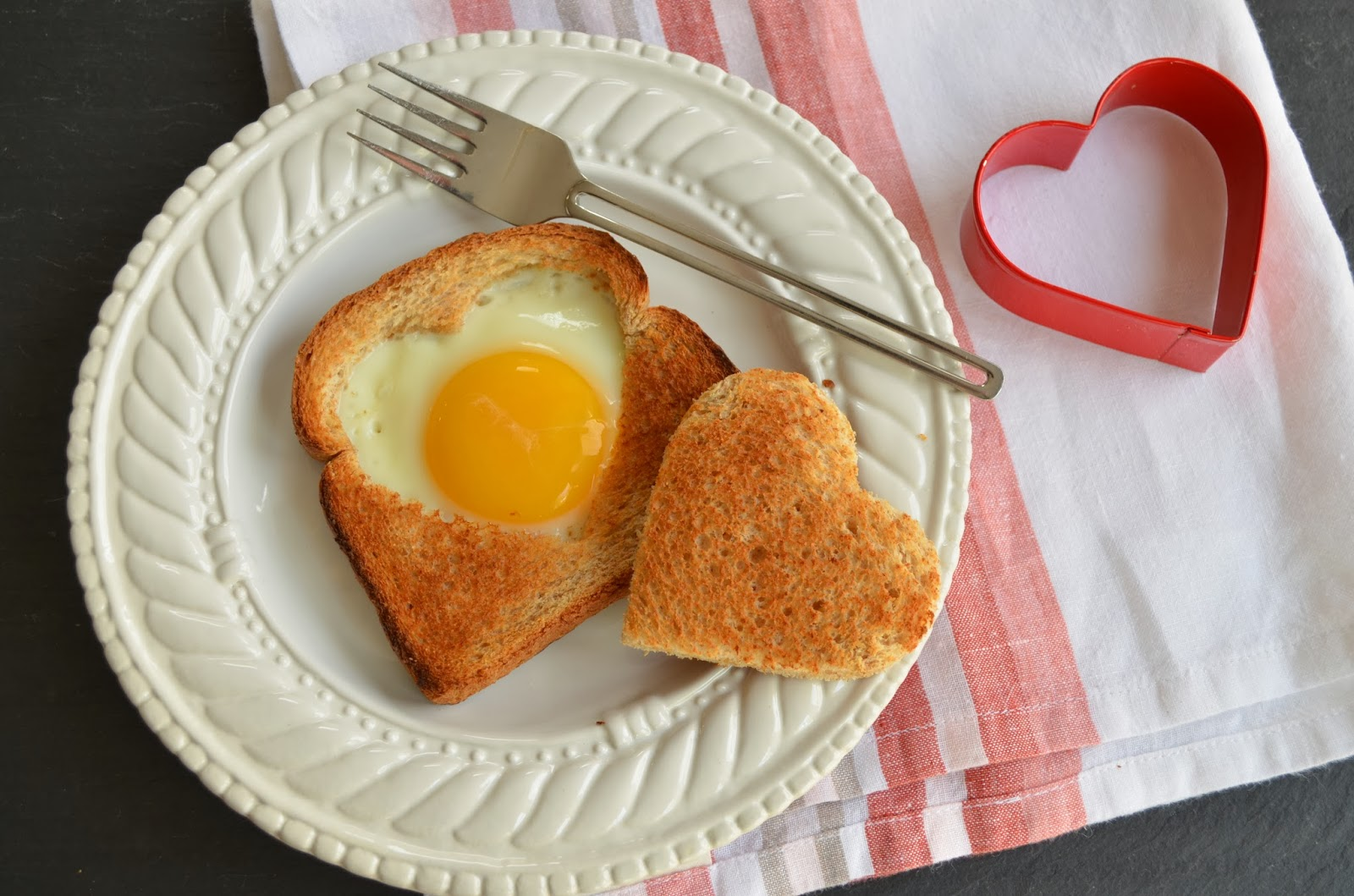 Heart shaped Foods Valentines Day Egg-Toast