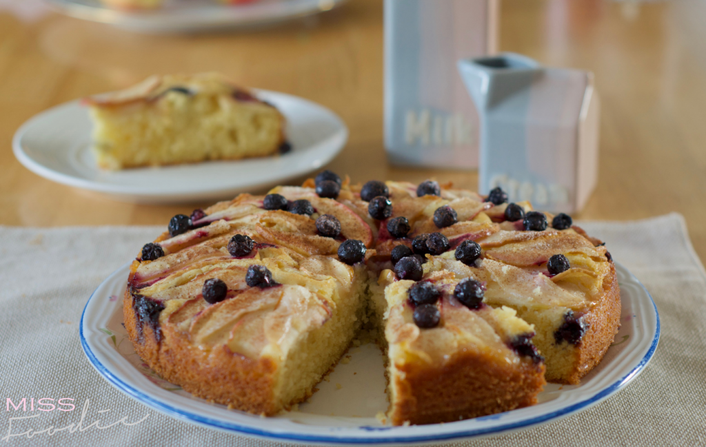 Simple Apple and Blueberry Cake